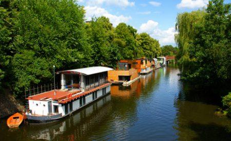 Ferienanlagen der besonderen Art: Luxushaus, Hausboot, Baumhaus