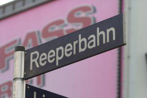 Straßenschild: Reeperbahn